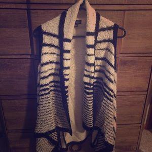 Sleeveless sweater size L.